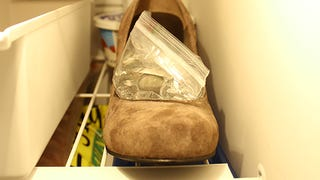 Illustration for article titled Stretch Tight Shoes with a Baggie of Water in the Freezer