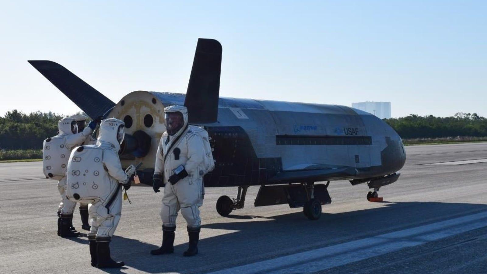 La nave más enigmática de Estados Unidos regresa a la Tierra tras una misión secreta de dos años en el espacio