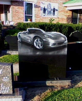 Illustration for article titled Corvette Headstone Takes Car Brand Dedication To Next Level