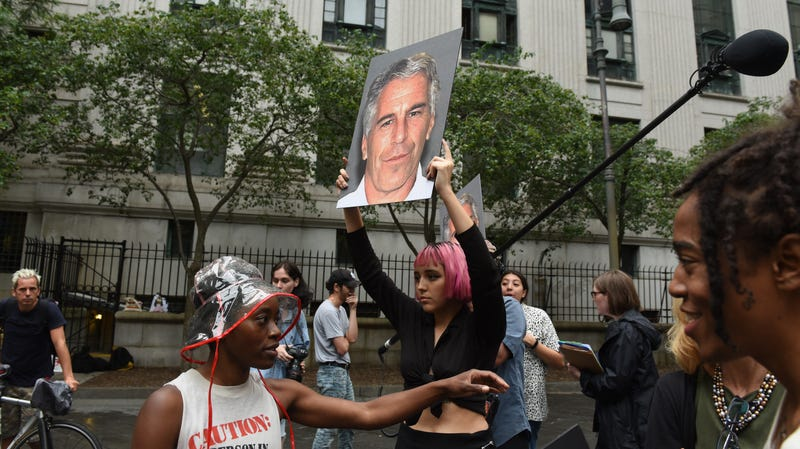 Jeffrey Epstein Allegedly Promised A Victim S Family That He