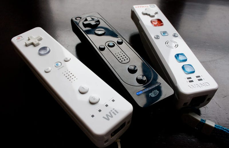 Illustration for article titled Battle Of The Wii Remotes: Official vs Third-Party