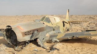 Illustration for article titled Oil worker finds a nearly intact WWII-era Kittyhawk deep in the Sahara