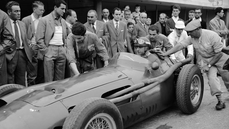 Illustration for article titled By Working With Juan Manuel Fangio, Ana Delfosse Became One of Motorsport's First Female Mechanics