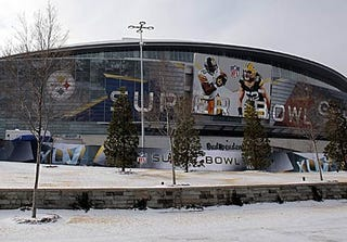 Illustration for article titled Falling Ice At Cowboys Stadium Causes Serious Injuries