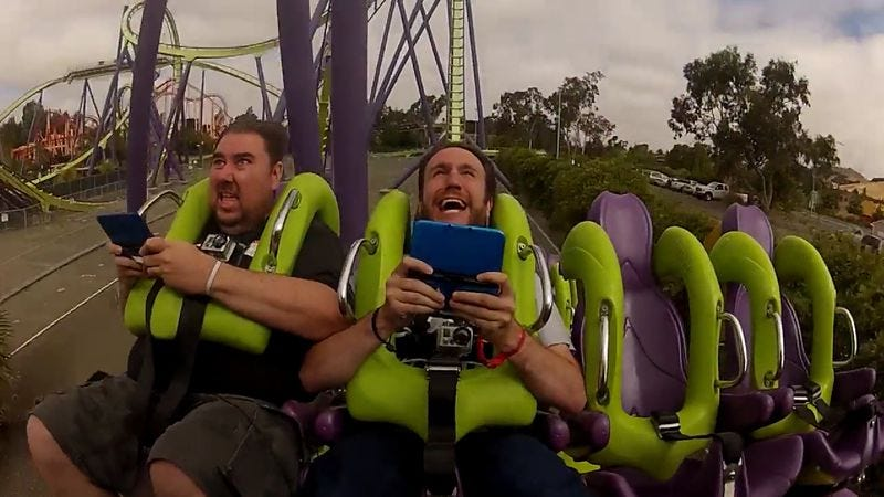 Illustration for article titled Giant Bomb discovers that it's difficult to play Super Mario 3 while riding a roller coaster