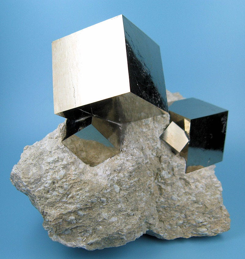 Illustration for article titled This Chunk Of Fool's Gold Naturally Formed In These Cubes
