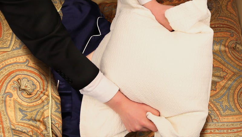 Illustration for article titled Report: GOP Tax Bill Supported By Majority Of Americans Currently Suffocating Wealthy Benefactor With Pillow