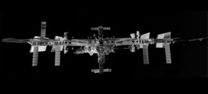 Illustration for article titled This Is What the International Space Station Looks Like in Infrared