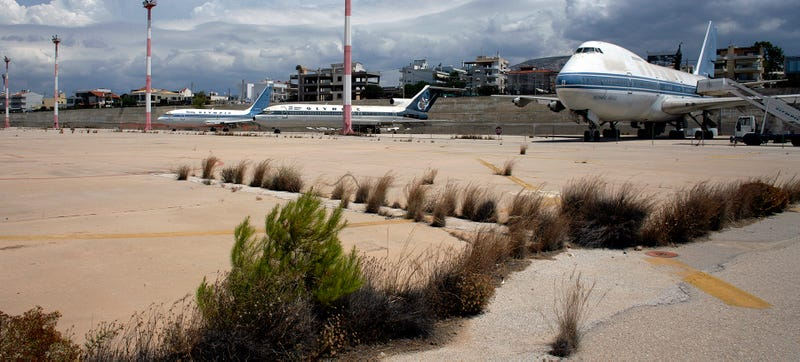 Illustration for article titled Athens' Abandoned International Airport Is Incredibly Creepy
