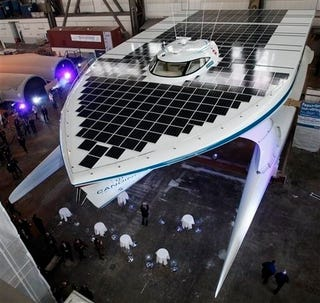 Illustration for article titled 5,382 Square Feet of Solar Panels Make This the World's Largest Solar-Powered Boat