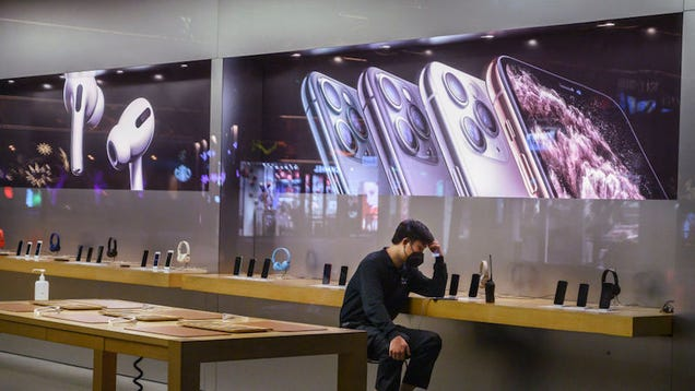 Apple Is Closing All of Its Stores and Corporate Offices in China Because of the Coronavirus Outbreak