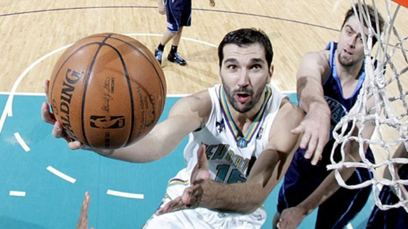 Illustration for article titled Peja Stojakovic Fondly Recalls First Human Head He Played Basketball With