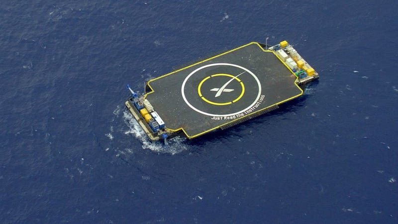 Illustration for article titled SpaceX Crash-Landed a Rocket on a Drone Barge (Again)
