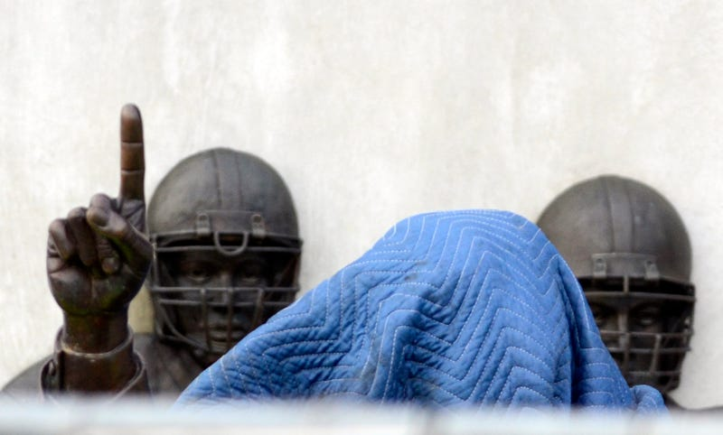 Illustration for article titled Penn State Has Removed The Joe Paterno Statue