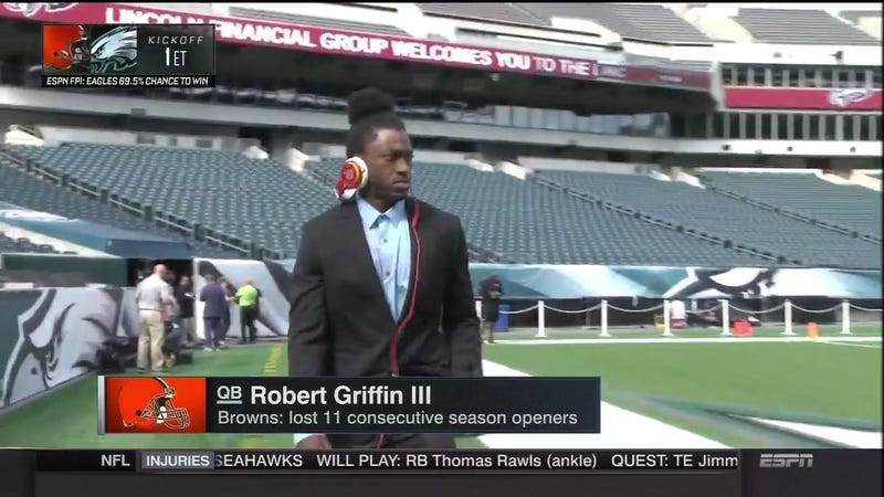 Illustration for article titled RGIII Debuts New Gameday Look For Fashion Week