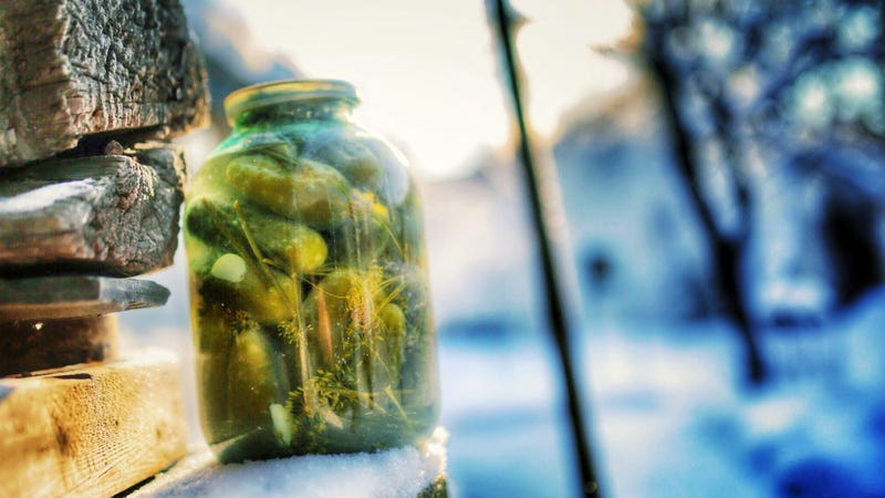 Illustration for article titled Case of the reappearing pickle jar has Saint Louis in a real...