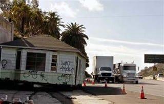 Illustration for article titled Abandoned House Still On LA Freeway's Shoulder