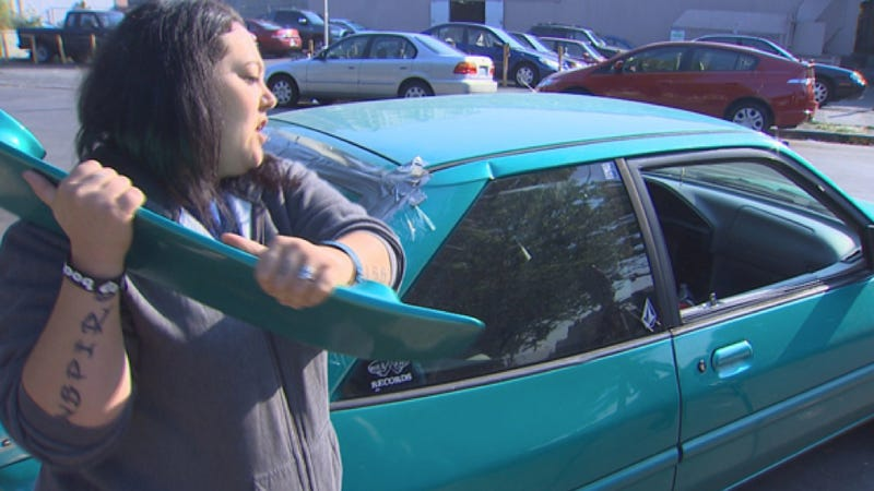 Illustration for article titled A Psychotic Angry Man Ripped Off This Lady's Spoiler And Broke Her Window With It