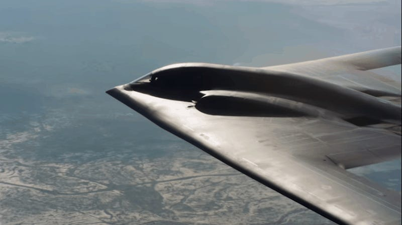 Up-Close Aerial Footage of a B-2 Stealth Bomber Is So Serene