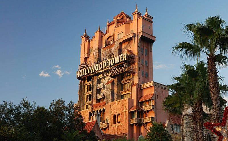 Imagen de una de las Torres del Terror en el Parque Disney MGM de Orlando
