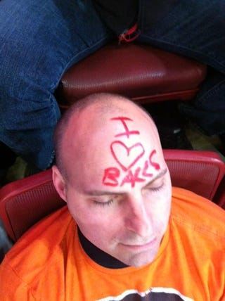 Illustration for article titled This Is Why You Should Never Fall Asleep At A Flyers Game