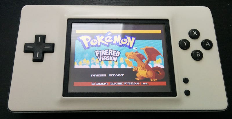 "Illustration for article titled Cómo fabricar una Game Boy ""Macro"" a partir de una vieja Nintendo DS"
