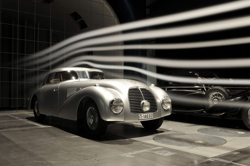 Illustration for article titled Streamline Mercedes 540 K restored in 3 year process.