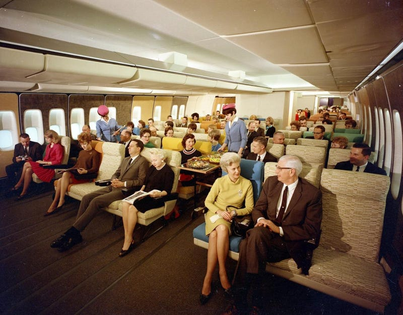 Illustration for article titled That amazing photo of economy class flying in the 1960s is fake