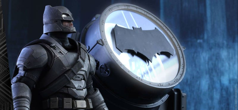 Illustration for article titled Hot Toys' Next Batman v Superman Collectable Is Armored and Awesome