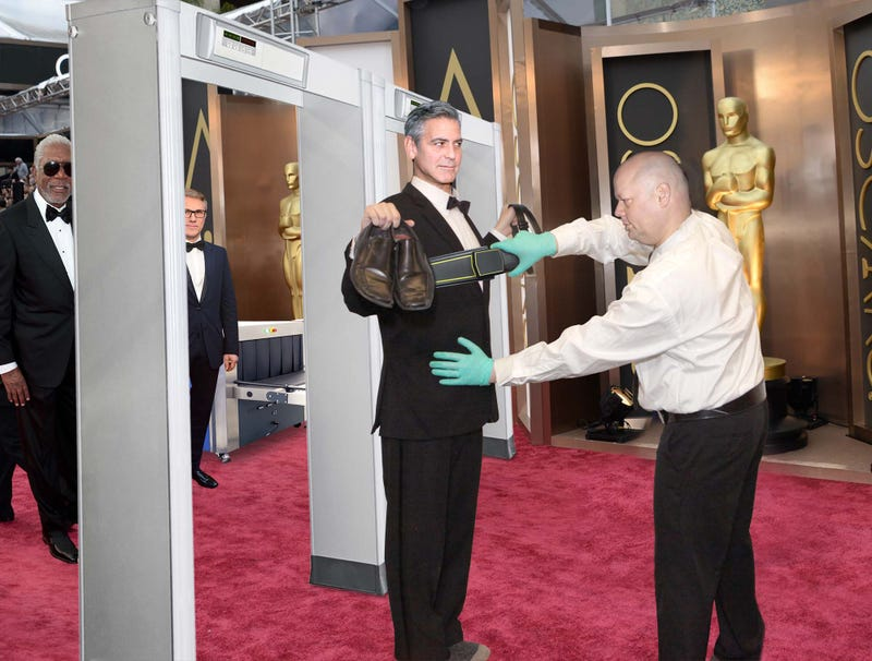 Illustration for article titled Hollywood's Biggest Stars Endure Long Lines At Oscars Security Screening