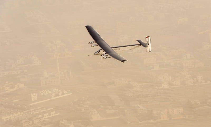 Illustration for article titled El avión Solar Impulse inicia un histórico vuelo alrededor del mundo