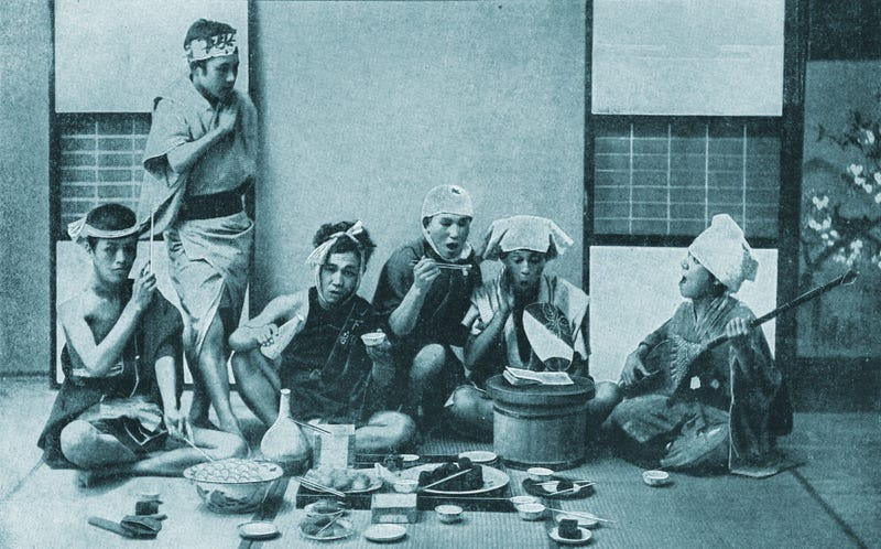 Japoneses cenando, circa 1900. Imagen: Japan And Japanese / Wikimedia Commons