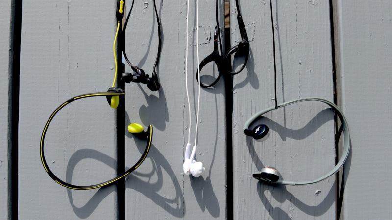 Illustration for article titled Cinco auriculares que nunca se caerán cuando salgas a correr