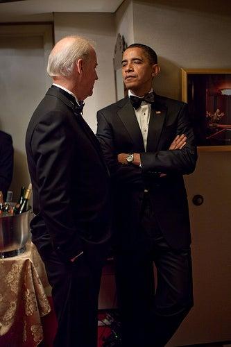 Illustration for article titled Is President Obama Giving Joe Biden the Side Eye?