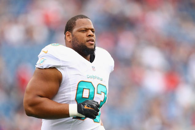 The Steelers Want Ndamukong Suh Punished For Kicking Ben Roethl…