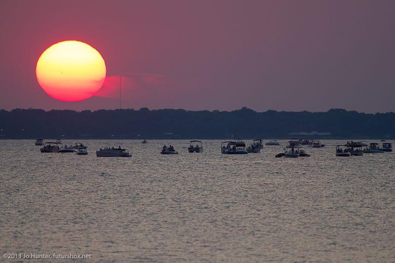 """Una mancha tan gigante en el Sol que se ve a """"simple vista"""""""