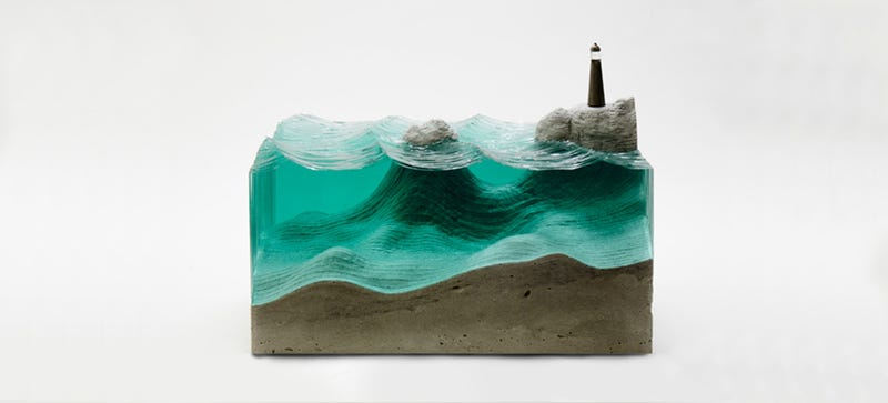 Illustration for article titled This Artist Sculpts Panes of Glass Into 3D Oceans