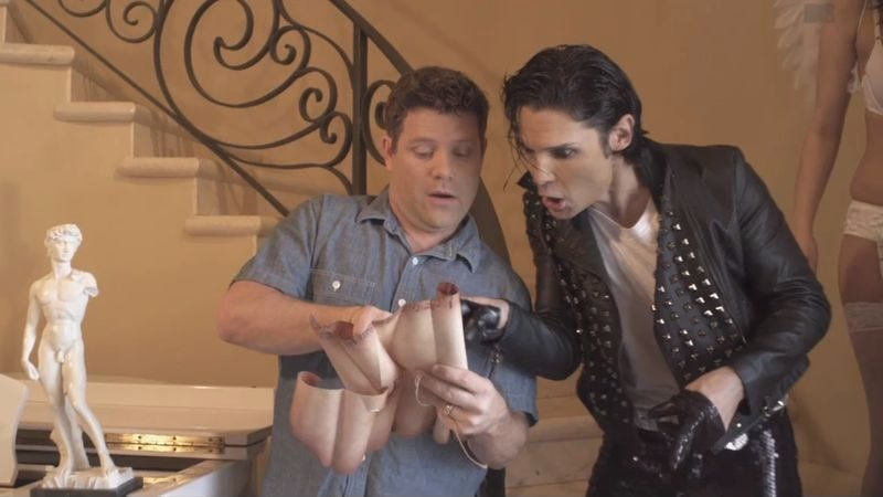 Illustration for article titled Corey Feldman recallsGoonies, does a bad Michael Jackson impersonation in his totally weird new music video