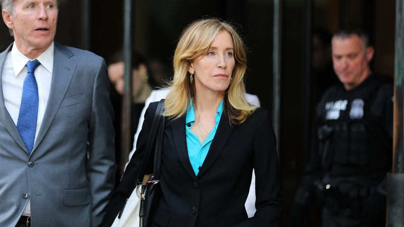 Illustration for article titled Federal prosecutors are seeking a month of prison time for Felicity Huffman