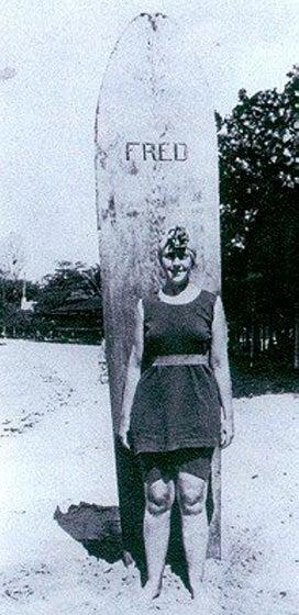 Illustration for article titled Agatha Christie tudott szörfözni
