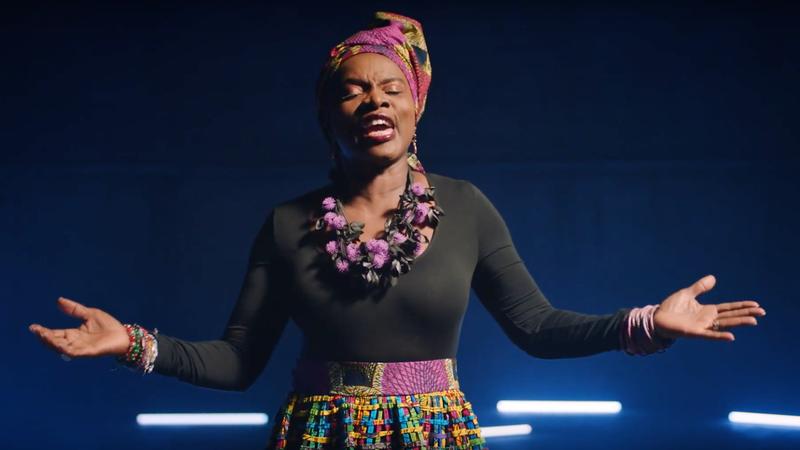 """Angélique Kidjo sings """"La Vida Es Un Carnaval"""""""