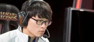 Illustration for article titled One Of League Of Legends' Best Players Gets Benched