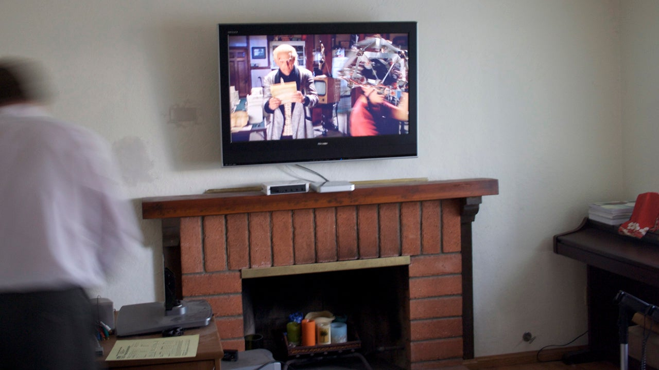 why mounting your tv above the fireplace is never a good idea rh lifehacker com tv mounted above fireplace cable box tv mounted above fireplace