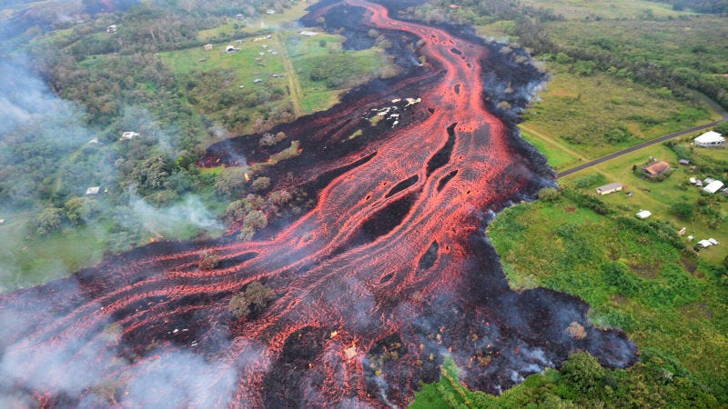 Illustration for article titled La lava del volcán Kilauea ahora amenaza a la principal planta de energía de Hawái