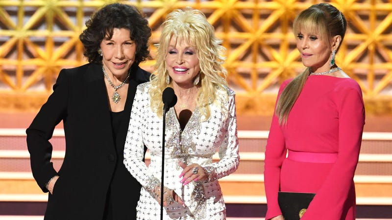 Illustration for article titled Lily Tomlin spills the beans on a Dolly Parton Netflix show