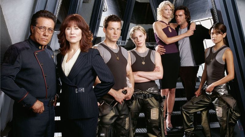 How many cylons are in this picture? Answer: 10000000000