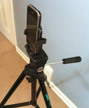 Illustration for article titled Mount Your Smartphone to a Tripod