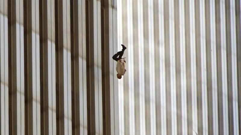 Illustration for article titled The Falling Man: la historia detrás de la foto más extraña de los atentados del 11 de septiembre