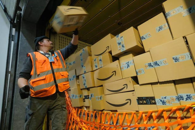 Amazon Workers Are Petitioning the Company To Bring Its Pollution to Zero By 2030