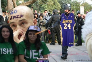 Illustration for article titled An Angry Lakers Fan Reportedly Pepper-Sprayed A Jazz Fan